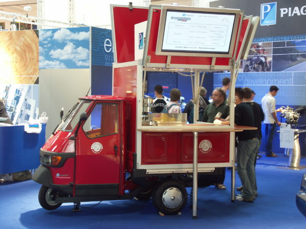 Das Piaggio Ape Cafémobil auf der Intermot 2004.